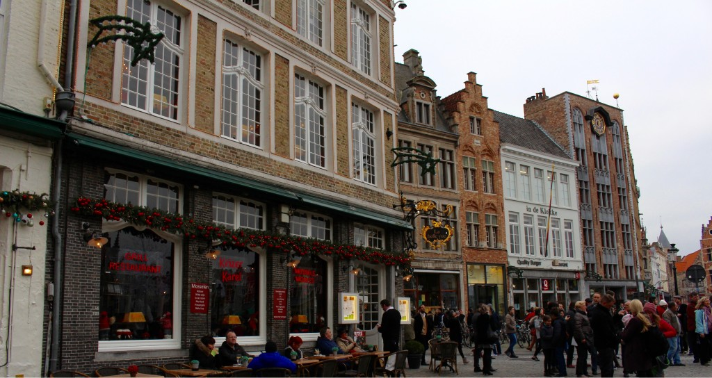 Markt is surrounded by cafe