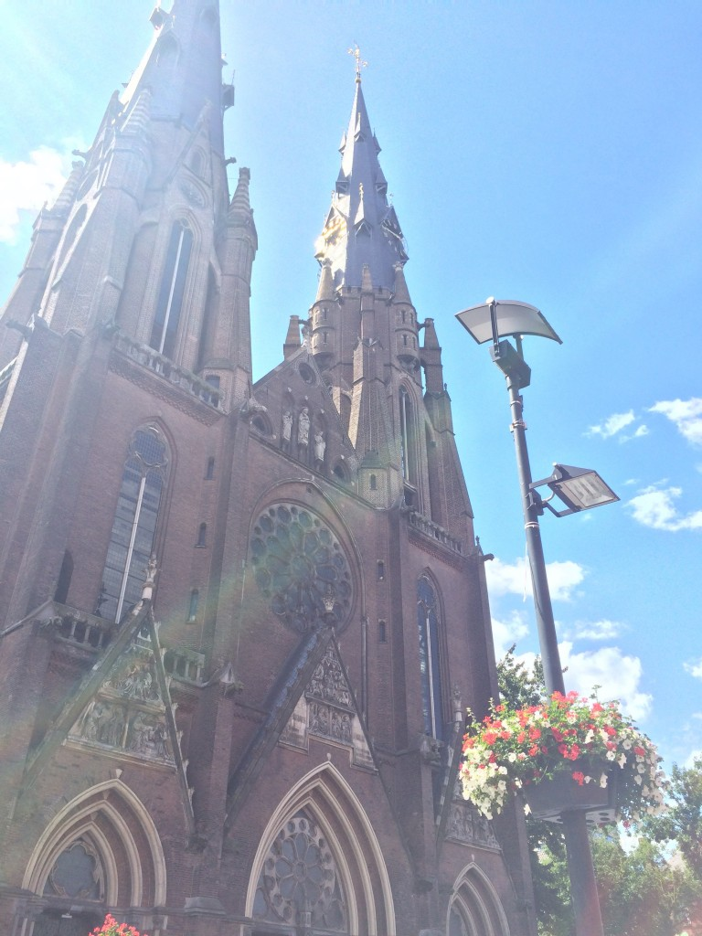 Passed by the St CatharinaKerk again but now with blue sky