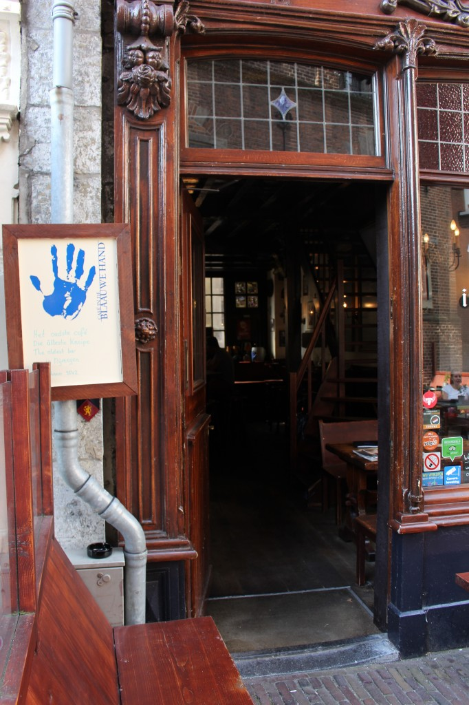 The oldest cafe in the city, the Blouwe Hand